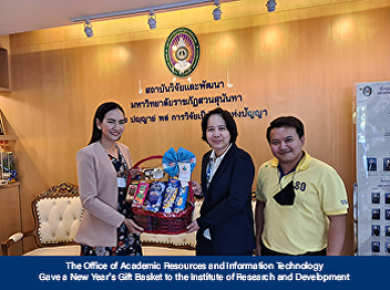 The Office of Academic Resources and Information Technology Gave a New Year's Gift Basket to the Institute of Research and Development